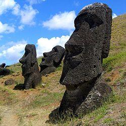 wikitravel-250px-Moai