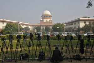 ibtimes-india-female-lawyer-attempts-suicide-front-supreme-court-alleging-gang-rape
