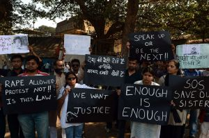 mirror.co-Indian protesters hold placards as they take part in a protest to mourn the death of a gang-raped student
